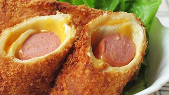 095096300_1543295024-resep-roti-gulung-goreng-sosis-keju
