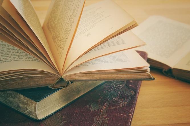 books-3433401_960_720