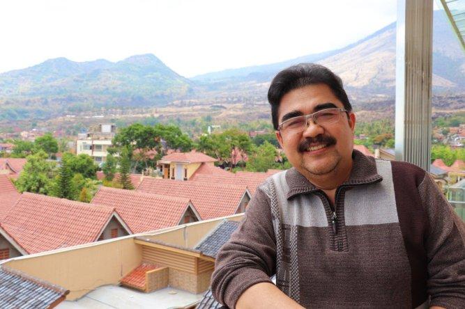 Dr. Sumiyadi M. Hum. (Dosen mata kuliah Kesastraan di Departemen Pendidikan Bahasa dan Sastra Indonesia FPBS UPI.) Foto: Dok. Pribadi