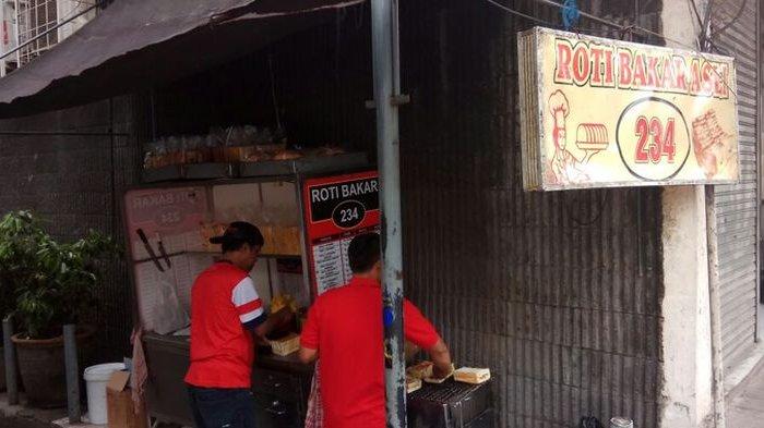 Roti Bakar 234 Gang Kote: Teman Pas di Malam Hari
